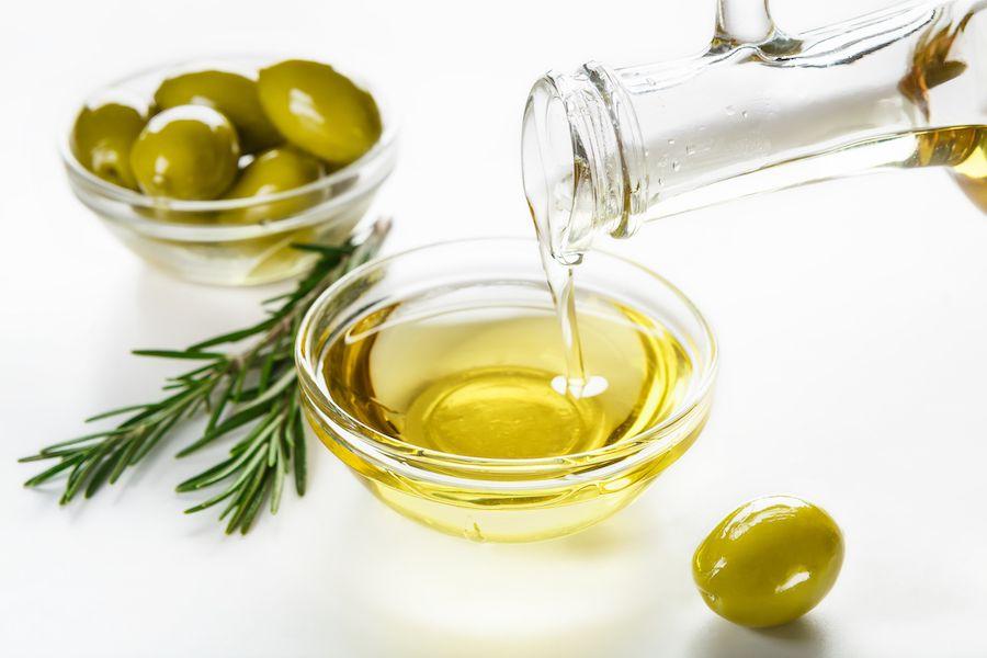 Frische Oliven und Olivenöl beinhalten Coenzym Q10
